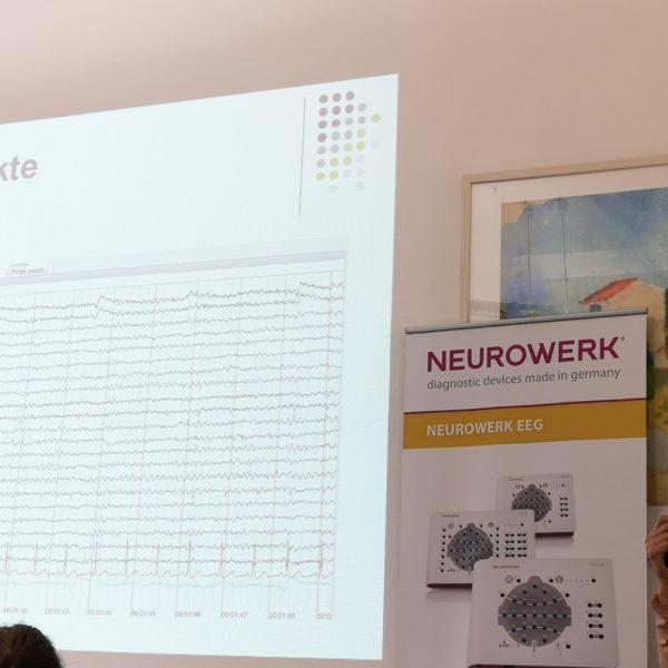 Micromed Group - NEUROWERK EEG -Seminar. Frau Güra erläutert spezifische Anforderungen an MTA's im theoretischen Teil.